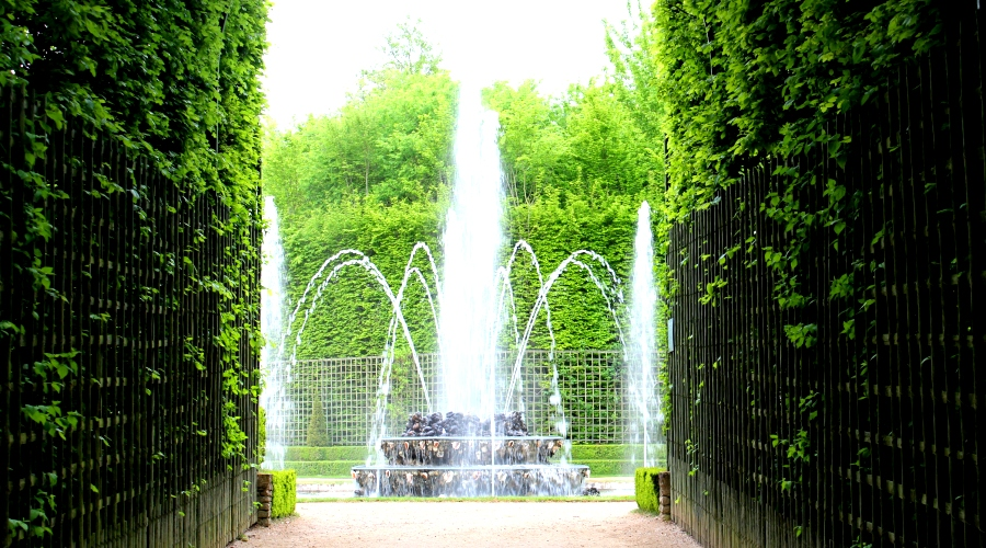 Bosquet of three fountains in Versailles